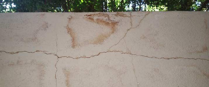 betonnen balkon vlekken barsten
